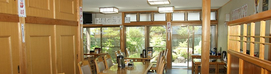 うなぎ料理分末廣と共用の末廣旅館食堂
